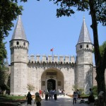 Gate_of_Salutation_Topkapi_Istanbul_2007_Pano